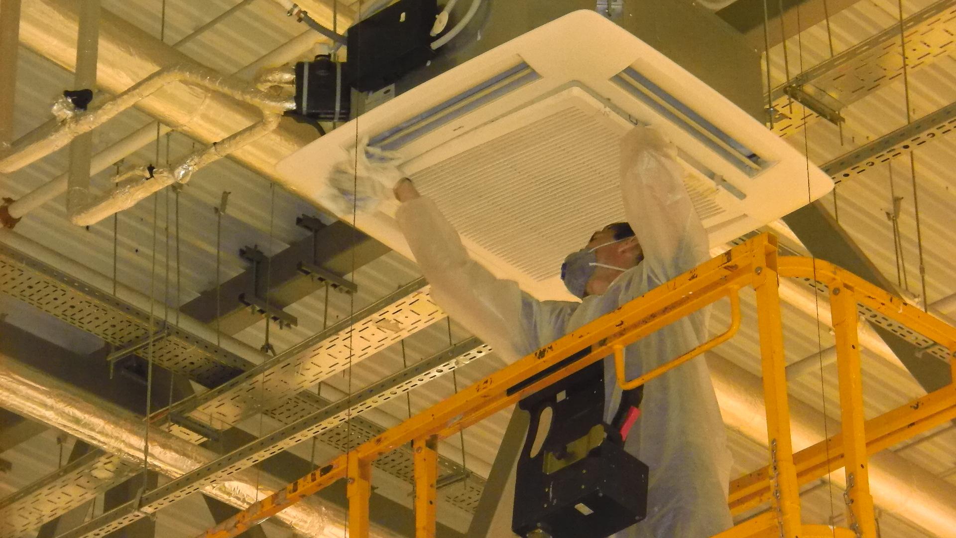 Обслуживание потолочной вентиляции